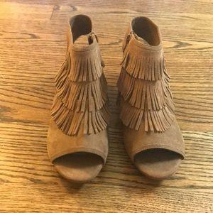 GB GIRLS 5M marzipan peep toe booties lightly worn